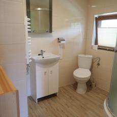 Łazienka w pokoju nr 5 - domek pod pstragiem